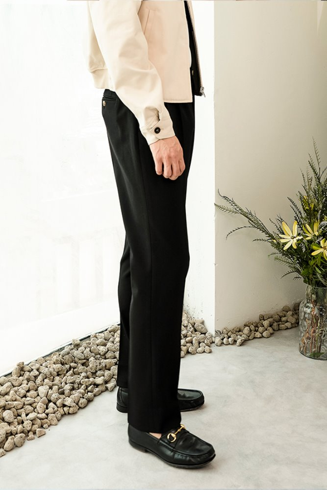 PLEATED TRAVEL TROUSERS - BLACK
